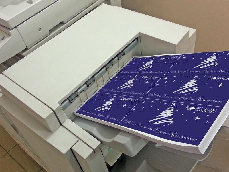 Цифровой принтер печатает открытки