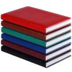Несколько разноцветных ежедневников