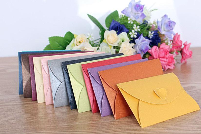 Конверт на свадьбу из цветной дизайнерской бумаги